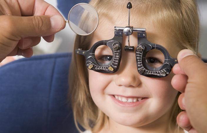 escuela-ojos-examen-astigmatismo