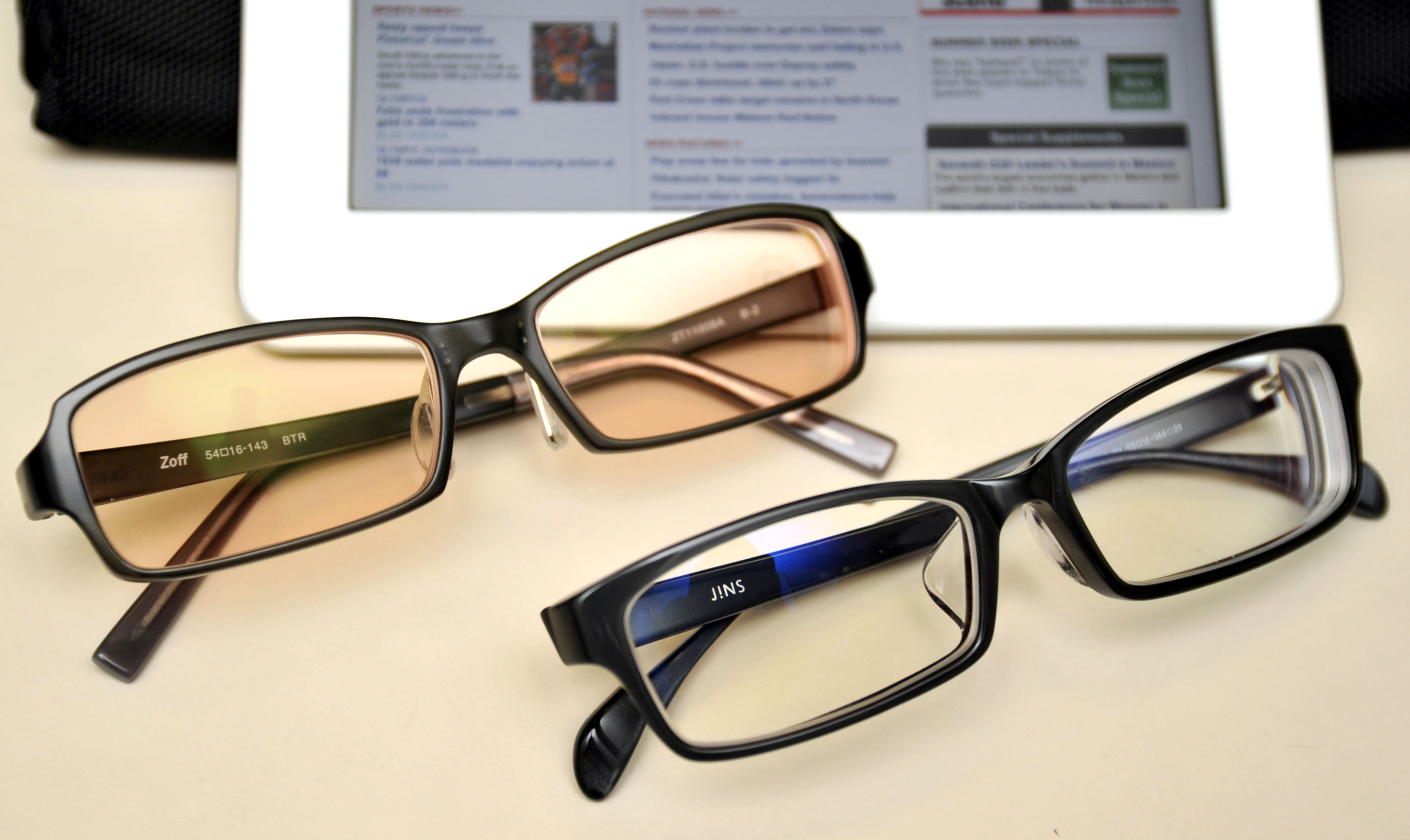 Computer glasses , image photo, Hodo-bu Nagata reports. Aug. 10, 2012. MIURA PHOTO